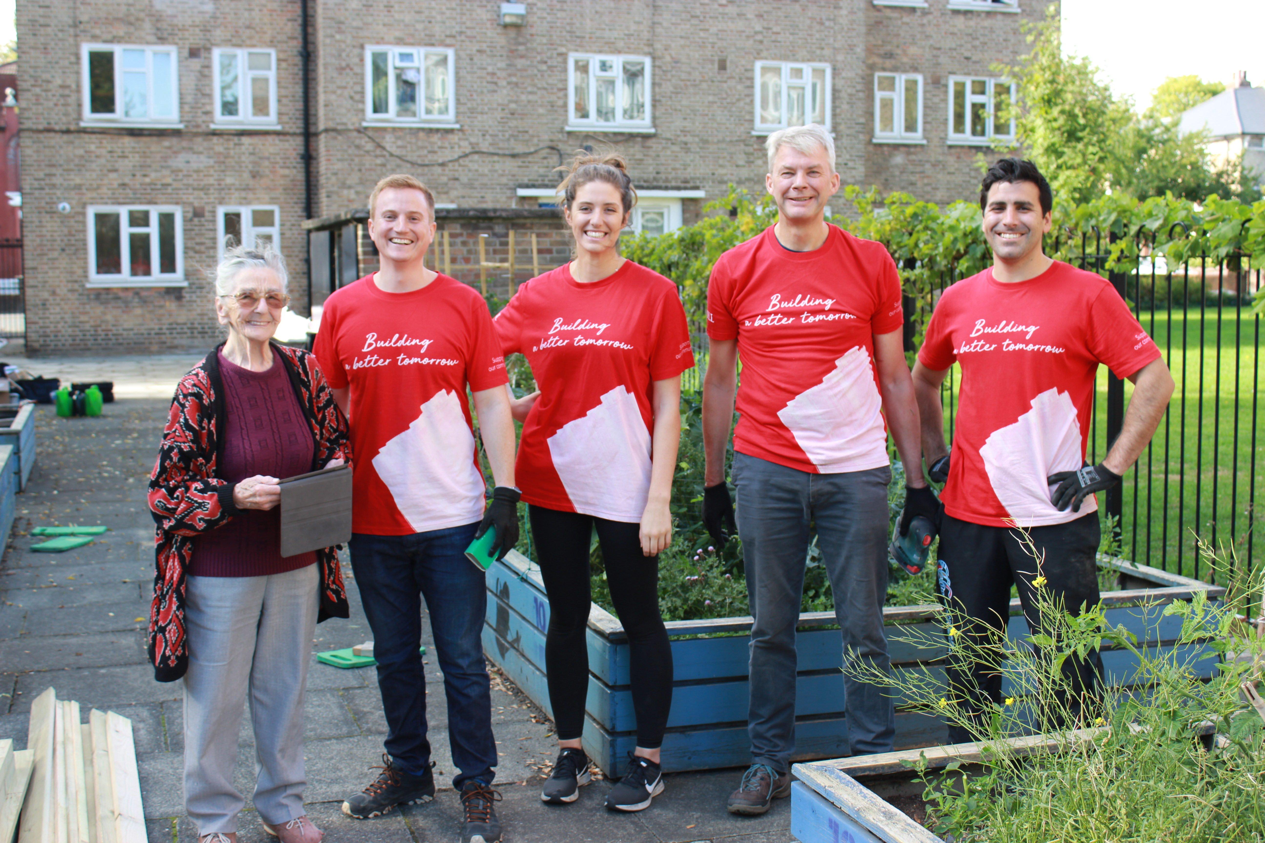 Team building environmental volunteering